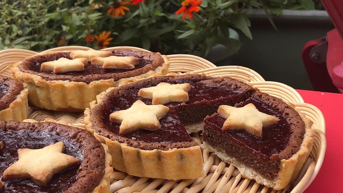 Light chocolate cheesecake with rose glaze | AnnaMaria's
